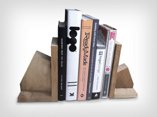 Progettazione di supporto per libro fatta di pallet