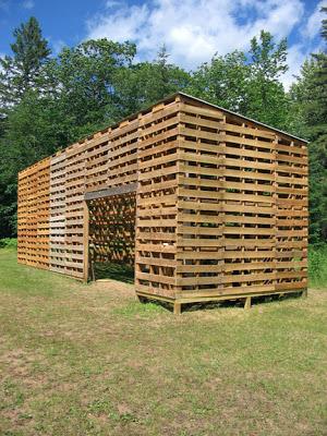 Cabina Costruito con pallet riciclati4