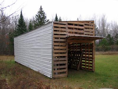 Cabina Costruito con pallet riciclati8