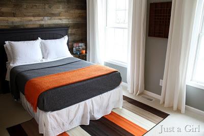 Coprire il muro di una stanza con pallet tavole di legno