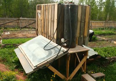 Costruire una doccia solare con i pallet2