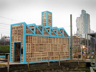 Fabbrica costruita per il huttenfestival.ne