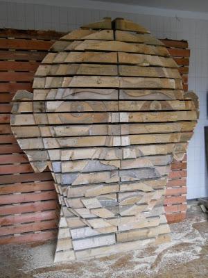 Fai da te disegno della testa umana fatta di pallet di legno