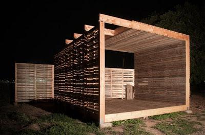 Mobili con pallet centro di produzione agricola costruita su pallet di legno riciclato