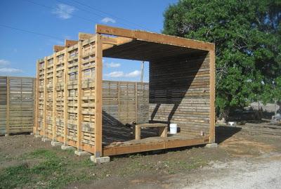 Mobili con pallet centro di produzione agricola costruita - Mobili con bancali di legno ...