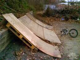 Circuito biciclette costruite con bancali di legno5