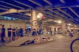 Circuito biciclette costruite con bancali di legno7