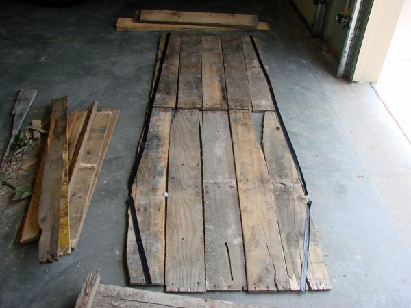 Coffin Lowcost fatta di pallet di legno4