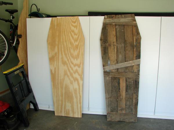 Coffin Lowcost fatta di pallet di legno6