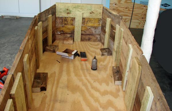 Coffin Lowcost fatta di pallet di legno8