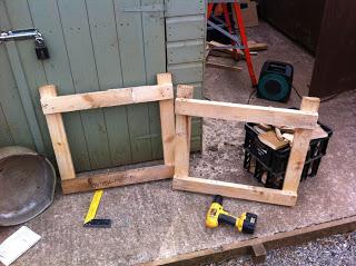 Come fare una fioriera esterna con pallet in legno3