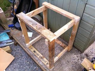 Come fare una fioriera esterna con pallet in legno4