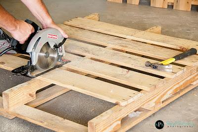 Costruire Mobili Con Pallet : Costruire con il pallet di legno riciclato un divano