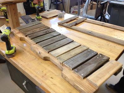 Costruire con il pallet di legno riciclato un divano ...