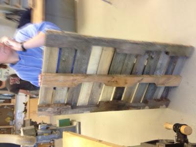 Costruire con il pallet di legno riciclato un divano oscillante6