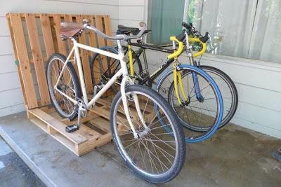 Costruire un parcheggio bici sul vostro portico con i pallet