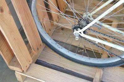 Costruire un parcheggio bici sul vostro portico con i pallet4