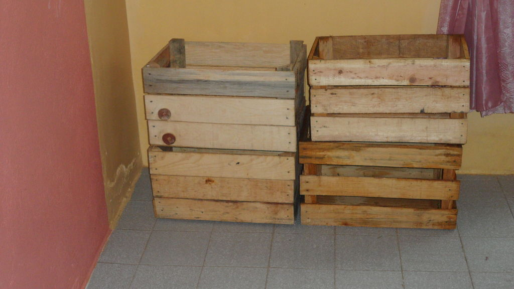 Costruire una cuccia pallet con scatole da frutto1