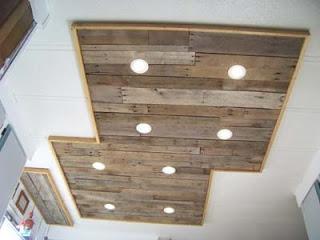 Illuminare in una cucina con tavole pallet di legno10