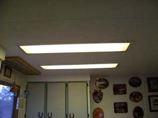 Illuminare in una cucina con tavole pallet di legno2