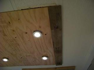 Illuminare in una cucina con tavole pallet di legno6