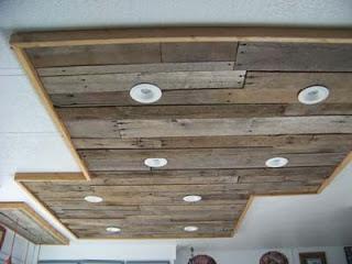 Illuminare in una cucina con tavole pallet di legno9