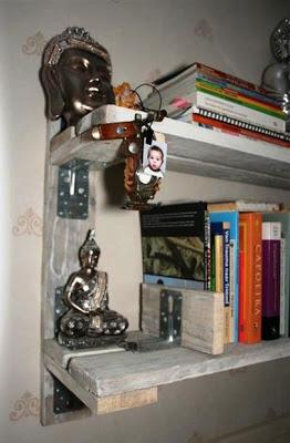 Mensola fatta di pallet per mettere i tuoi libri2