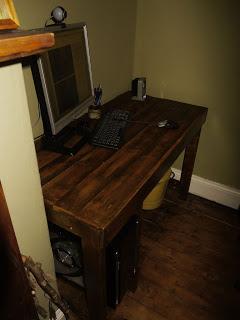 PC desktop classico realizzato con pallet di legno21