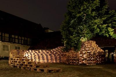 Padiglione fatta di pallet dagli studenti della Scuola di Architettura di Aarhus2