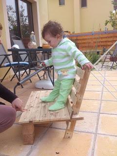 Piccola sedia di design per i vostri bambini fatta di pallet di legno3