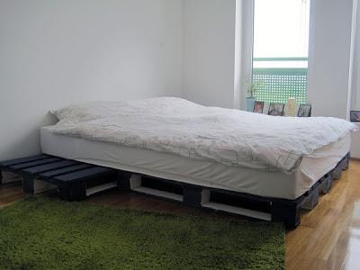 Progetto 3D di un design semplice letto e il suo risultato