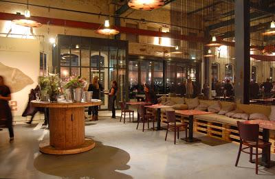 Restaurant in Amsterdam mit Möbeln aus recycelten Materialien hergestellt2