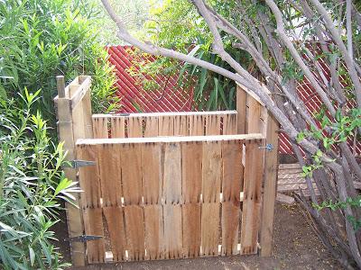 Secchio compost realizzato con pallet di legno