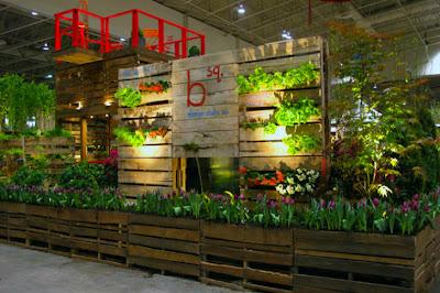 Struttura da giardino dal pallet di legno al Bloom Festival a Toronto