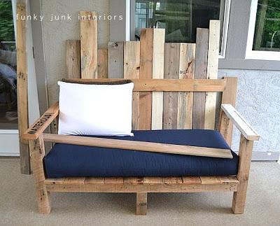 Un divano per il vostro giardino fatta di pallet