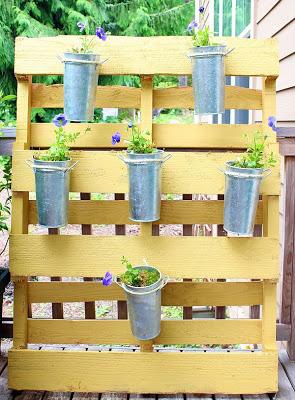 Vertical minuscolo giardino per chi ha poco spazio nel loro giardino o patio