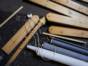 Guerrilla designers adornano le strade di Parigi , con mobili in legno di spazzatura2