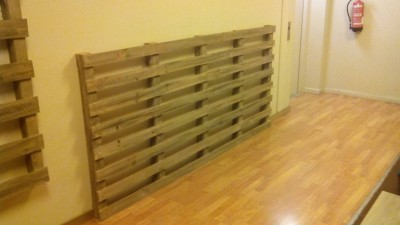 giardino verticale realizzato con palletmobili con pallet. Black Bedroom Furniture Sets. Home Design Ideas