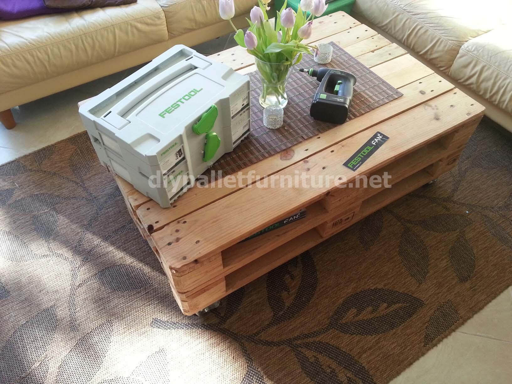 tavolo pallet pneumaticomobili con pallet mobili con pallet. Black Bedroom Furniture Sets. Home Design Ideas