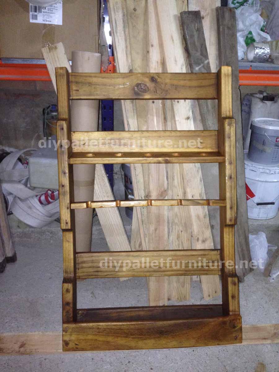 Scaffali con bancali jo96 regardsdefemmes - Portabottiglie in legno fai da te ...