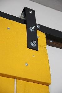 Istruzioni su come fare una porta scorrevole con i pallet 11