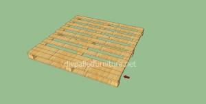 Pavimenti semplice realizzato con pallet di legno4
