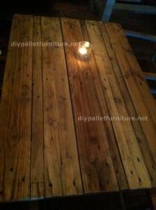Tavoli di pallet presso il Cafe de Belgrado (2)
