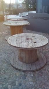 Tavoli di pallet presso il Cafe de Belgrado (7)