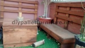 Divano e tavolo per la terrazza realizzata con pallet 2