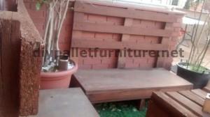 Divano e tavolo per la terrazza realizzata con pallet 3