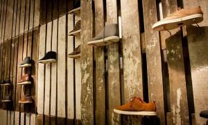 Il marchio di calzature Clae decora i loro negozi con i pallet riciclati 3