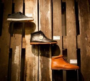 Il marchio di calzature Clae decora i loro negozi con i pallet riciclati 4