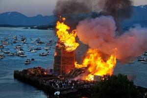 In una città norvegese una grande torre con i pallet -è stato creato per bruciarlo3