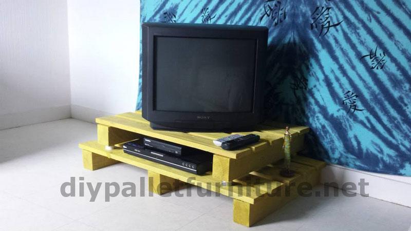 Mobile porta tv con un solo palletmobili con pallet for Costruire porta tv